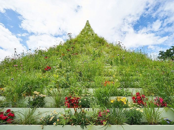 The Living Pyramid von Agnes Denes, Documenta 14